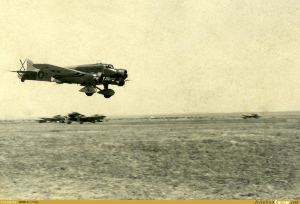 El SM.81 21-52 en aproximación de aterrizaje en el aeródromo de La Virgen del Camino, en León (©Juan Ramos / http://www.aviationcorner.net).