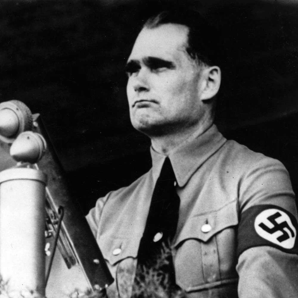 Rudolf Hess en un mitin del partido, hacia 1937.