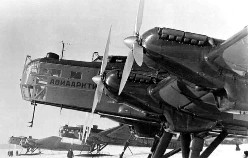 Tupolev G-2 4M-17F equipado con esquíes para poder operar con Aviaarktika en rutas polares, añadiendo cabina cerrada, hélices tripalas y paracaídas de frenado. Las versiones G-2 estaban desarmadas, sirviendo como transportes con Aeroflot.