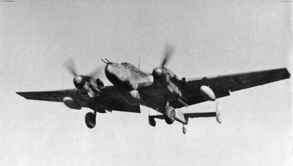 En esta imagen de un Bf 110G-2 se observan los dos tanques auxiliares colocados bajo las alas (http://aviadejavu.ru).