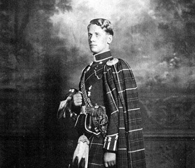 Douglas Douglas-Hamilton, 14º Duque de Hamilton. Como Hess, Hamilton era piloto y un entusiasta de la aviación. Siempre negó conocer al Reichsleiter (http://nobleyreal.blogspot.com)