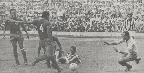 Selecciones de El Salvador y Honduras, en uno de los partidos que las enfrentaron en junio de 1969 (https://www.elsalvadormipais.com).