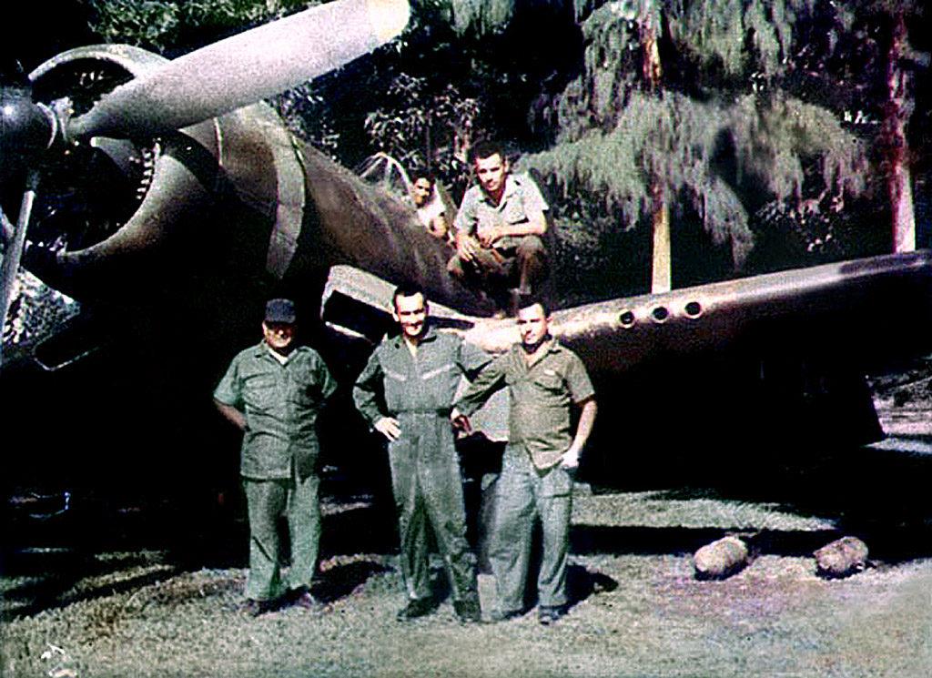 Tripulación de un Corsair FG-1D salvadoreño, entre ellos el Capitán Reynaldo Cortez, muerto en combate aéreo con el capitán hondureño Fernando Soto, el 17 de julio de 1969 (FAS).