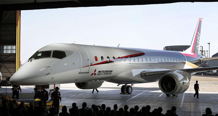 Ceremonia del Rollout del nuevo avión, realizado en los hangares de la planta de Komaki Minami, propiedad de Mitsubishi Heavy Industries, Ltd., el 18 de octubre de 2014 (http://compositesmanufacturingmagazine.com).