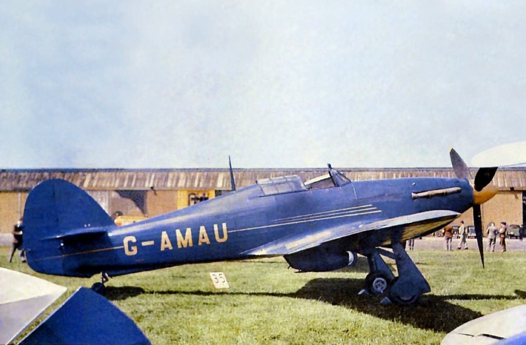 El Hurricane G-AMAU, tal como participó el 17 de junio de 1950 en la King´s Cup Race, en Penderford, Wolverhampton (RAF Battle of Britain Memorial Flight)