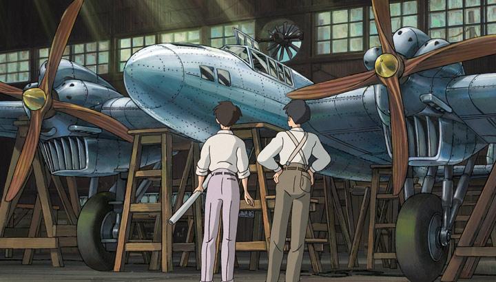 Jiro Horikoshi y el también ingeniero y diseñador Kiro Honjo, aquí mostrados como amigos en la película, licencia del autor, ante el prototipo del bombardero de la Armada Mitsubishi G3M, utilizado en la guerra chino-japonesa desde 1937 (laislademinervaonline.com).