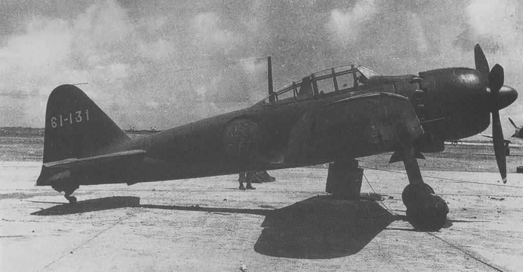 El cenit del diseño aeronáutico de Horikoshi: el Mistsubishi A6M Zero. En esta versión A6M5b, aparecida en 1944, se observa el diseño limpio y aerodinámico, el carenado de su motor en doble estrella, la cabina acristalada para proporcionar una visibilidad total y los conductos de eyección de gases para mejorar el empuje (William Green).